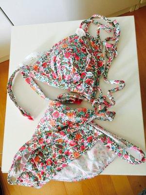 Blumenbedruckter Triangelbikini