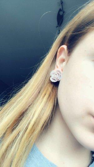 Clou d'oreille mauve-gris lilas