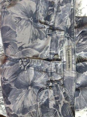 Blumige Jeans von DRYKORN