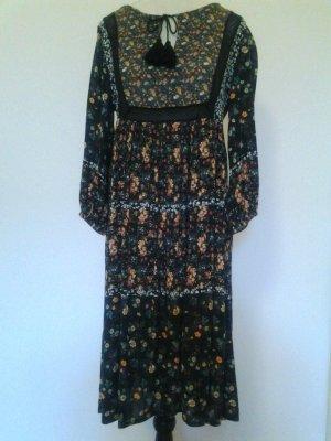 Blumiges Kleid von Pull&Bear
