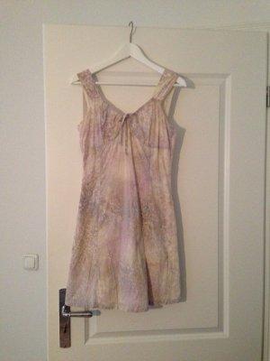 Blumiges leichtes Etui Kleid