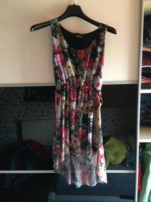 Blumiges leichtes Sommerkleid