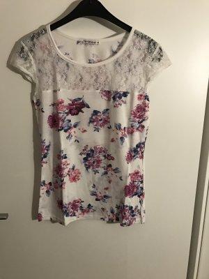 Blumiges Shirt mit Spitze
