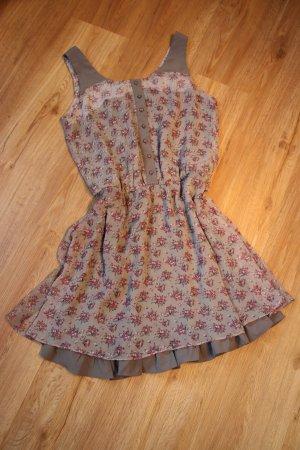 Blumiges Sommerkleid von Lavand.