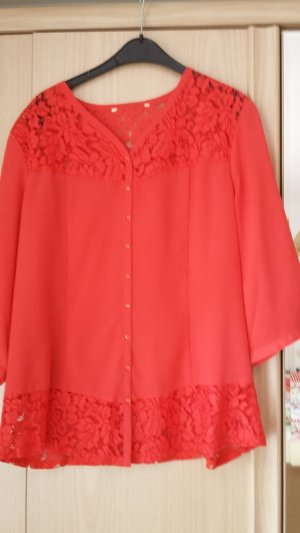 Bluse / 1Bluse gratis beim Kauf von 2 Kleidungsstücken