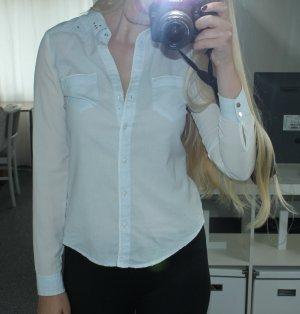 Bluse / Hemd hellblau-weiss mit silbernen Nieten
