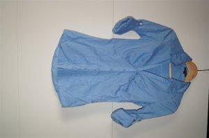 Bluse, Hemd in Hellblau mit Ersatzknopf