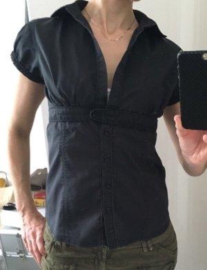 Bluse in ausgewaschenes schwarz (wurde so gekauft)