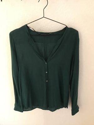 Bluse in dunkelgrün von Zara mit halber Knopfleiste