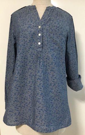 Bluse in einem schönen blau