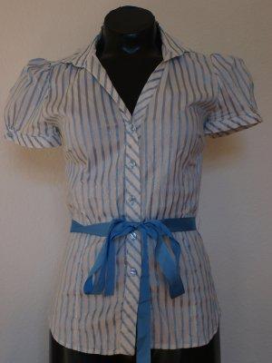 Bluse mit blauen Streifen und kurzen Puffarmen