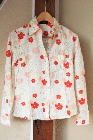 Bluse mit Blumenmuster und silberfarbigen Fäden