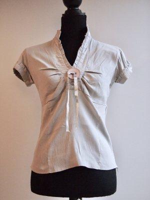 Bluse mit dünnen Streifen und Stehkragen
