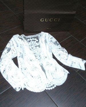 Bluse mit Gucci Tüte