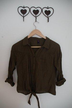 Bluse mit Knöpfen und zum Binden