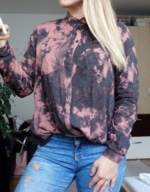 Bluse mit rosa schwarzem Muster