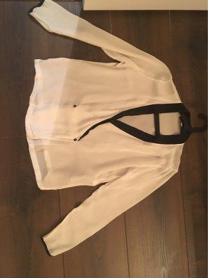 Bluse mit schwarzen Details