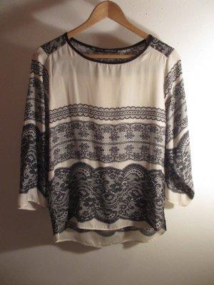 Bluse mit Spitzenprint von Zara