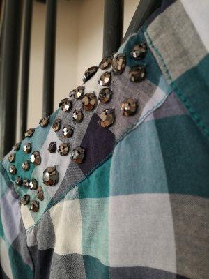 Bluse mit Steinchen Applikationen auf den Schultern