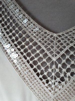 Bluse mit V-Ausschnitt u. Pailetten