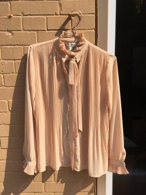 Bluse schick zart rosa beige rüschen asos Schleife binden Schleppenkleider crepp Business Kragen locker fallend leicht transparent