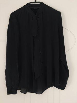 Bluse schwarz mit Möglichkeit der Schleife am Hals