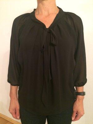 Bluse schwarz; transparent am Rücken; vorne mit Schleife