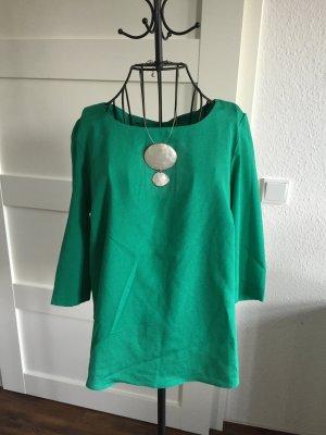 Bluse / Shirt mit Rückenausschnitt in grün