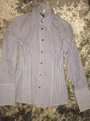 Bluse, tailliert, blau-gestreift, hohe Manschetten, gr M, Mango