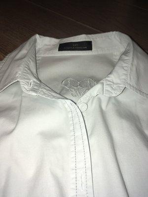 Bluse von DAY weiß mit silberner Naht und kl. Stickerei hinten