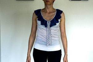 Blusentop mit blauem Kragen
