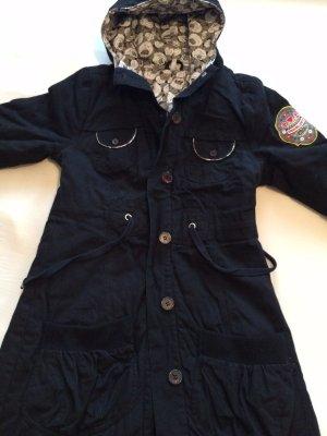 Blutschwester Winterjacke mit Kapuze in schwarz