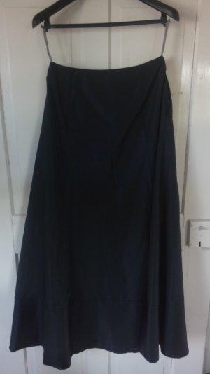 Bodenlanger eleganter Ballrock in schwarz