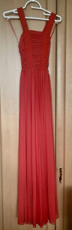 Bodenlanges Kleid mit Rückenausschnitt