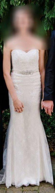 Bodenlanges schlichtes Brautkleid