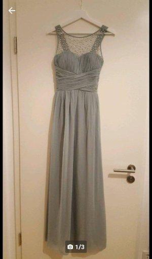Bodenlanges, tailliertes Kleid