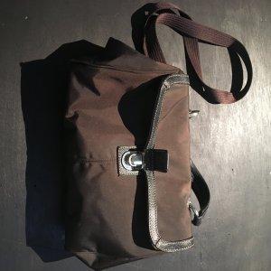 Bogner Dunkelbraune Handtasche aus Nylonmaterial mit schwarzen Lederdetails
