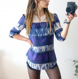 Bohemian Batikbluse lila-blau, Batik-Tunika 100% Seide, 70er Hippie Festival