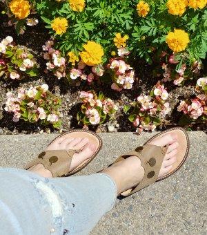 Boho leather summer flip flops