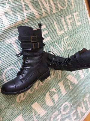0039 Italy Lace-up Booties black