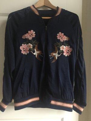 Bomberjacke im Asia Look zauberhaft bestickt Hallhuber Gr. 39 blau mit rosa