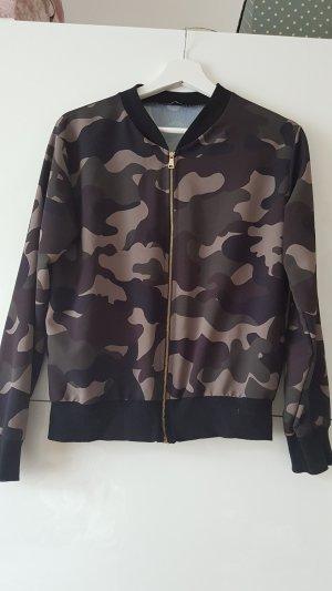 Bomberjacke mit Camouflage Muster
