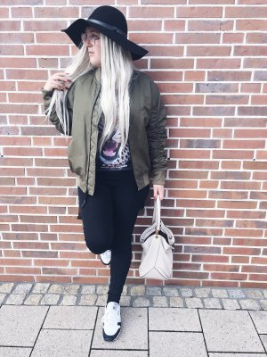 Bomberjacke Strapped Khaki London
