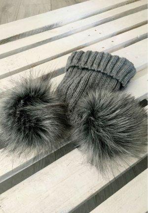 Bommel Mütze Fell Fake Fur Ohren Plüsch Strickmütze grau , die Jacke verkaufe ich auch