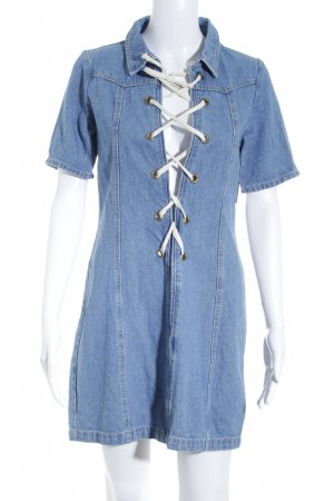 Boohoo Jeanskleid kornblumenblau Street-Fashion-Look