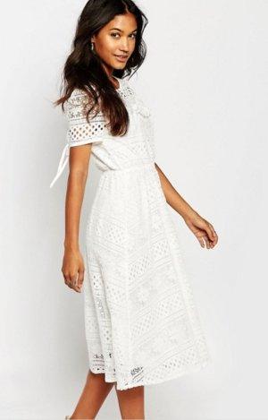 ☆Boohoo Midi Kleid mit Spitzen ☆