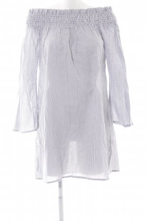 Boohoo schulterfreies Kleid weiß-blassblau Streifenmuster Boho-Look