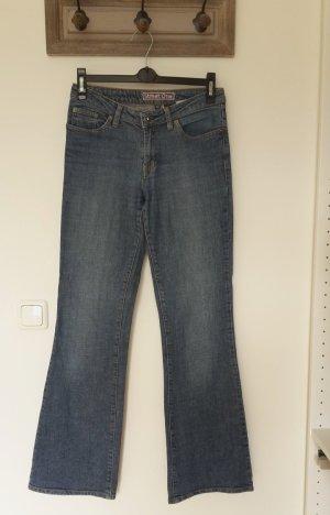 Bootcut Jeans mit Strass Knopf