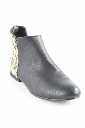 Booties leopard pattern extravagant style