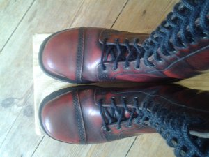 Boots dark red leather